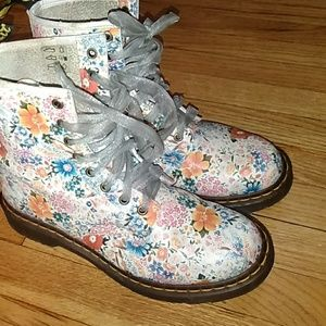 Doc Martens Air wait with bouncing soles